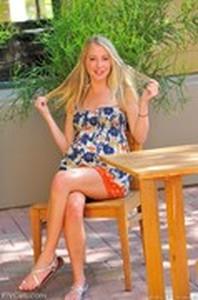 Foto bugil model cantik FTVgirls Casey Flower Dress Nudes