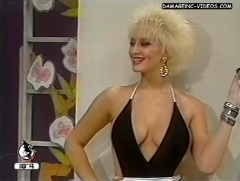 Amalia Yuyito Gonzalez hot cleavage showgirl